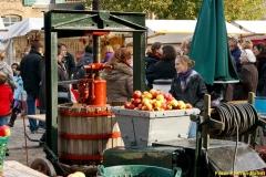 Historische Obstpresse beim Erntefest auf der Domäne Dahlem