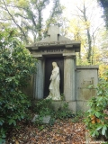 Prachtvolle Mausoleen stehen auf dem Friedhof