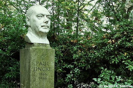 Paul-Lincke-Skulptur im Zeitungsviertel